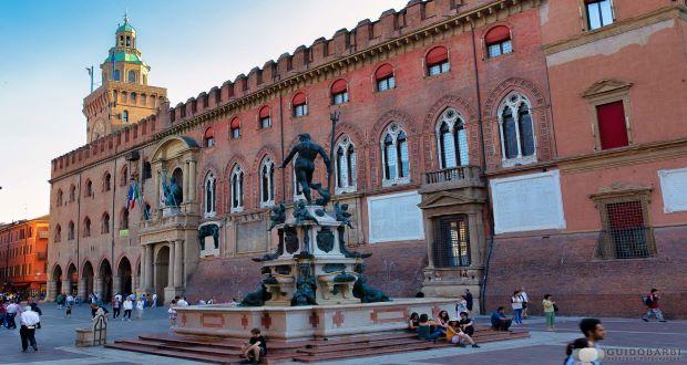 Foto palazzo d'Accursio Bologna Guido Barbi